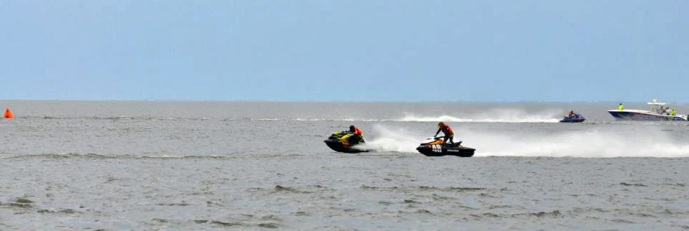 Kevin Wassum on RXP-X battles Tim McKercher on GTR 215 at AquaX