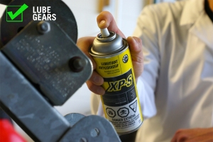 Lubricate the winch gears with XPS Lube to ensure smooth operation.