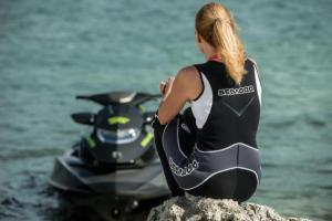 Sea-Doo_PAC_2015_Luxury_0550_cb_tif